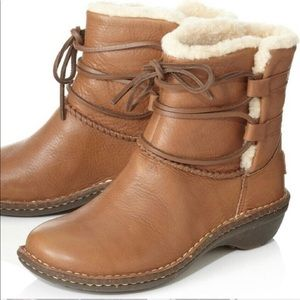 ugg caspia leather boot